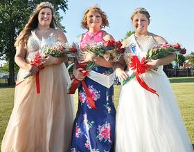 Reigning 2017 Michigan Sugar Queen Kayla Ratajczak (middle) and attendants Lauren Heberling (left) and Madeline Kosecki (right).